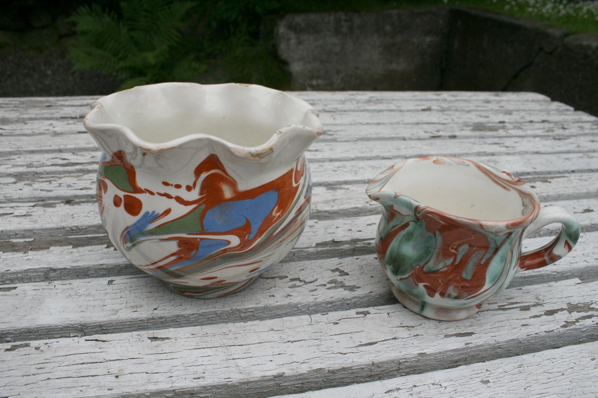Sukker fløde sæt i lertøj med løbeglasur fra omkring 1900.