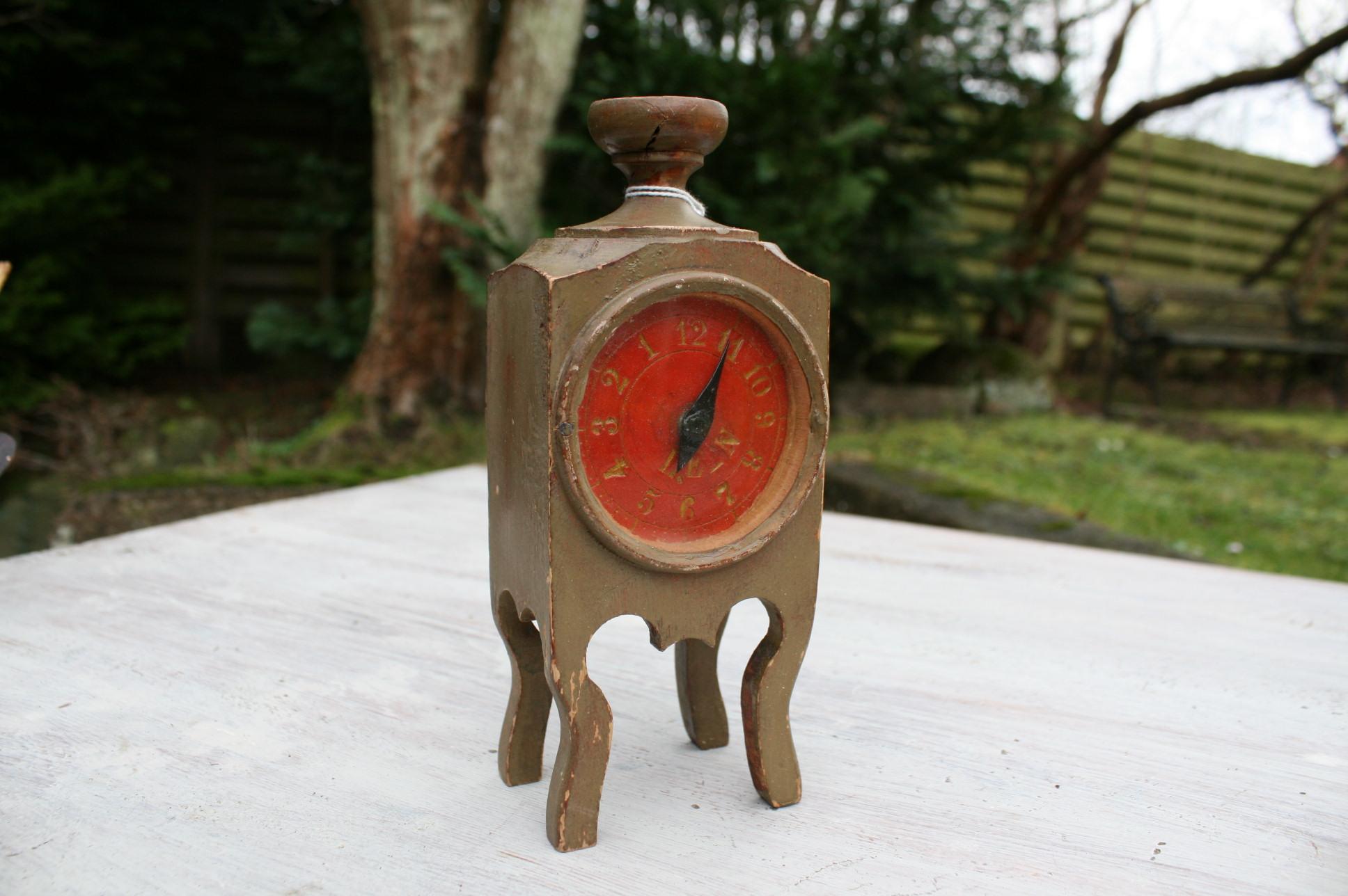 Antikt ur til at lære klokken på.