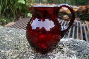 Antik rød flødekande, ca. 10 cm høj u/ hank.