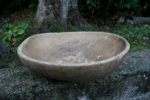 Fint antikt træfad, kan bruges til frugfad m.m. ca.45x38 cm.