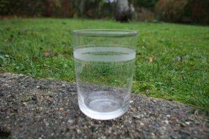 Antikt vandglas med Rydberg striber, ca. 9,5 cm højt.