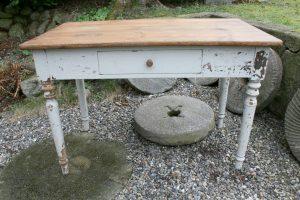 Antikt fint køkkenbord skrivebord med skuffe, ca. 110x61x73 cm.