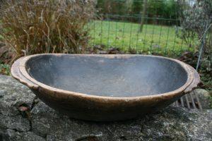 Stort antikt træfad skål med fine detaljer, ca.52x37x11 cm.