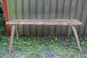 Antik rustik bænk u/ryg, ca. 135x30x53 cm.