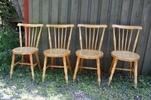 4 stk. gamle spisestue stole i birk og rigtig god stand, sædehøjde 45 cm og ryghøjde 81 cm.