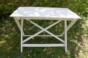 Gammelt fint have bord hvidt til at klappe samme i rigtig god stand, ca. 99x59x70,5 cm