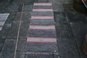Kludetæppe nr. 329, ca. 180x62 cm.