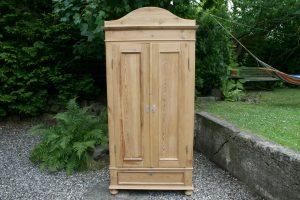 Antikt karlekammer skab, klædeskab i fyrre træ med 2 døre, skuffe og top der kan tages af, ca. 100 x48x188 med top og 207 med.