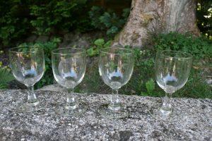 4 antikke vinglas af ballon typen, ca. 13,5 cm. høje.
