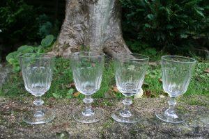 Antikke Berlinois kaldet chr. d. 8. vinglas, ca. 15 - 15,5 cm.