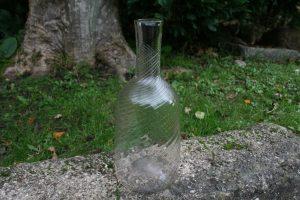 Vandkaraffel med spiralsnoet refler, ca. 27 cm højr