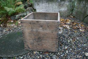 Stort antikt skæppemål 50 liter, ca. 41x41x40 cm.