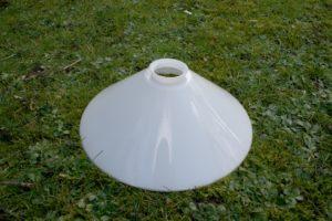 Gammel skomager lampeskærm hvid, ca. Ø 30 cm. 10 cm høj.