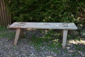 Antik rustik lang bænk i god stand kan bruge ude eller inde, ca. 155x33x52 cm.