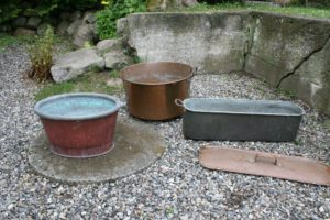 Div. antikke kobber ting som kan bruges til at plante i, ca, 50 Ø 28,5 høj, 43x35 cm 25 høj, 70x22 cm 18 høj.