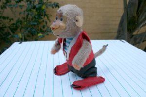 Skøn gammel abe, som kan slå flik flak, med nøgle.
