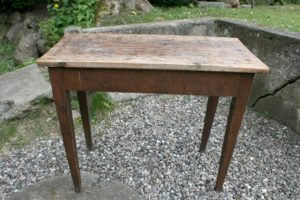 Antikt lille bord smalt, ca. 82x37x68 cm.