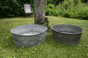 Runde zink kar baljer med huld til afløb, ca. 83 Ø 27 cm høj og 73Ø 27 cm høj.