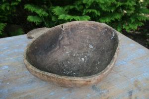 Antik drikkeskål med lille håndtag, ca. 32x23x8 cm.