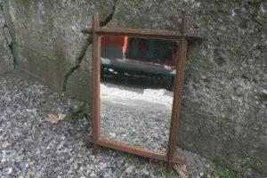 Antikt spejl med ramme af træ, ca. 49x38 cm.