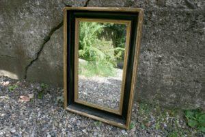 Antikt spejl sort og sølv ramme, ca. 55x38 cm.