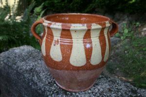 Stor antik ler krukke kaldet tungekrus, ca. 20 cm højt og 19 cm i diameter.