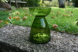 Gammelt grønt hyacint glas.