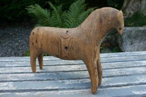 Stor antik Dalar hest fra omkring år 1800, ca. 35 cm lang og 29 cm høj.