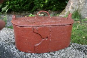 Gammel fin tejne med bemaling, ca. 29x18x13 cm