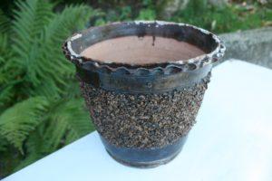 Fin antik mellem stor urtepotte i fin stand, 20 cm i diameter og 18 cm høj.
