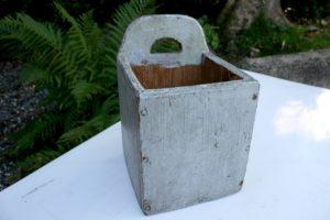 Antikt saltkar bøtte u/låg med grå bemaling, ca. 16x16,5x26 cm.
