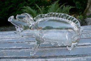 Antik snaps-gris i glas fra start 1900, ca. 12 cm høj og 23 cm lang.