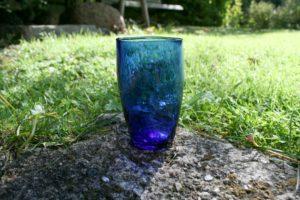 Lille vandglas blåt.
