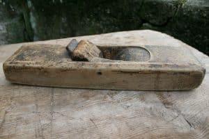 antik høvl ca. 30 cm lang.