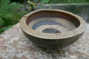 Antik sennep skål, ca.24 cm i diameter og 9 cm høj.