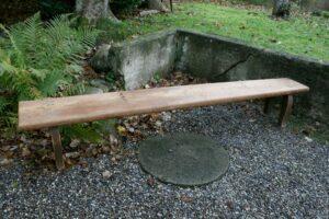 Antik lang bænk, ca. 265x30 cm og 45 cm høj.