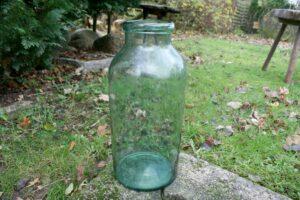 Sort antikt grøn sylteglas velegnet til vase. ca.41 cm højt.