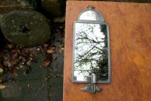 Antik spejllampet med tin ramme, ca. 40x17 cm.