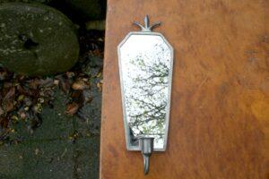 Fin antik spejllampet med tin ramme, ca. 33x12 cm.
