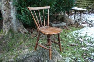 Antik barnestol kopi af voksen stol, ca. 63 cm til ryg og 35 cm til sæde.