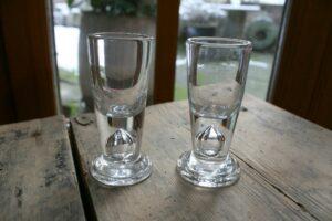 Et par antikke frimurer glas snapseglas ca. 1850-60, ca. 10 cm høje.