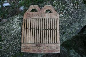 Fint antikt vævespjæld dateret 1716 og initialer, ca. 14x18 cm.