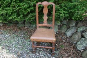 Barok stol dansk i eg, ca. 46 cm bred og 100 cm høj.