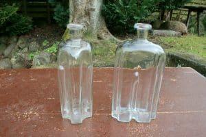 Et par glasflasker - kantineflasker - gripflaske, ca. 21 cm høje.