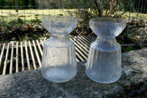 Et par gamle klare hyacintglas af Finsk oprindelse, ca. 14,5 - 50 cm høje.