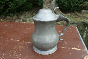Antikt tinkrus med låg starten af 1800 tallet, ca.18,5 cm højt.