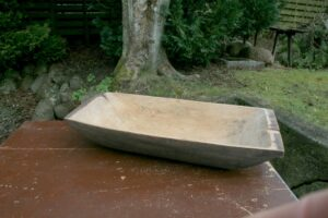 Stort træfad / trækar, ca. 82x39 cm.