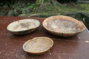 3 antikke træskåle i forskellige størrelser, ca. 15x10 cm 22x16 cm 28x25 cm.