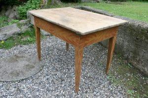 Antikt bord med original bemaling, skuffen mangler, ca. 103x68x74 cm.