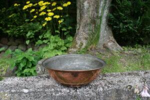 Fin antik kobberskål, kan bruges til frugt m.m. ca. 32 cm i diameter og 11 cm høj.